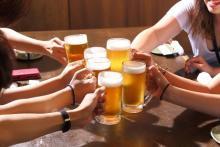 1位…お酒の強要!「飲み会で許せない行為」潔癖さんがトリハダの2位は
