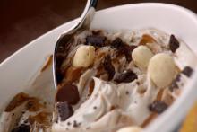 マクドナルド、「ブラックサンダー」味のソフトクリーム発売―すごくザクザク