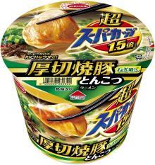 コンビニ限定・超スーパーカップ1.5倍 厚切焼豚とんこつラーメン ねぎ増しがパワーアップ!