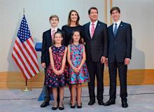 新駐日米大使と家族