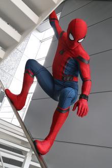 スパイダーマンが新ミッションに挑戦!--「週プレ編集部で記事を書いて映画を宣伝セヨ」