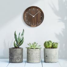 どれもオンリーワン!木の素材と色調を活かした「掛け時計」【Editor's セレクション】