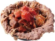 噴火した山みたい…!岡むら屋に「トマト肉めし」--丼からはみ出る肉とたっぷり夏野菜
