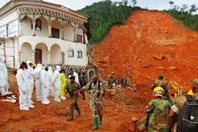 洪水死者、400人超える