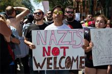 極右に反対、全米デモ