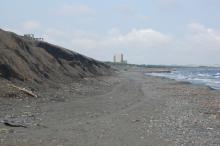 湘南海岸の砂浜が消滅の危機! 30年で40億円をかけるも、効果出ず…