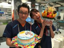 浅利陽介、30歳の誕生日に戸田恵梨香とお祝いショット「喜びの舞いを披露しました」