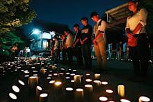 竹灯籠で犠牲者しのぶ