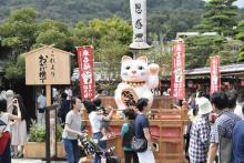 全国の多彩な招き猫が集結した「招き猫まつり」が伊勢で開催