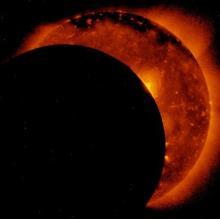 日食、宇宙から観測=衛星「ひので」が撮影-JAXAなど