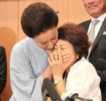 高畑淳子、息子・裕太の質問を口ふさいでガード「暴力的ですみません」