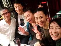 """羽田美智子、朝ドラ『ひよっこ』打ち上げ""""奥茨城村母の会""""の仲良しショット公開"""