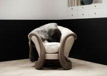 史上最高額28億円で落札された椅子とは… イヴ・サンローラン&ピエール・ベルジェの世紀のオークションシーン